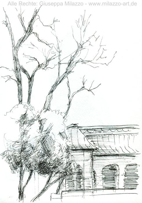 Impression mit Bäumen im Innenhof des Bayerischen Nationalmuseums