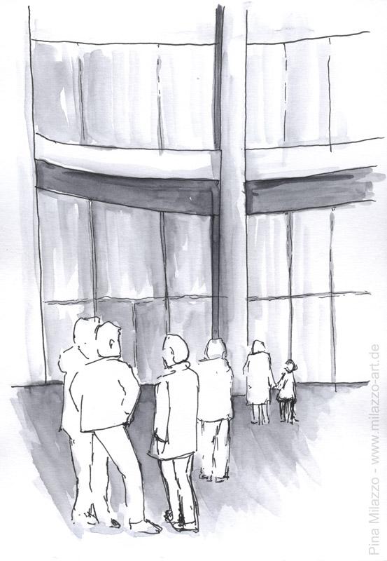 Besucher in der Eingangshalle der Pinakothek der Moderne